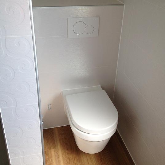 WC Fliesen in Holzoptik